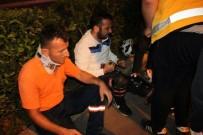 TEMİZLİK İŞÇİSİ - Motosiklet Çöp Kamyonundaki İşçiye Çarptı Açıklaması 2 Yaralı