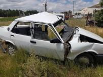 ASKERİ ARAÇ - Sivas'ta Askeri Araç İle Otomobil Çarpıştı Açıklaması 1 Ölü, 4 Yaralı