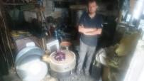 GÖVDELI - Unutulmaya Yüz Tutmuş Tenekecilik Mesleğini Aslanapa'da Yaşatılıyor