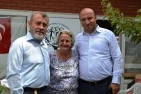NAMIK KEMAL NAZLI - Ayvalık'ta Müftü Tosun Ve MEB Müdürü Bahadır'dan Şefkatli Ellere Ziyaret