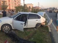 SAĞLIK EKİPLERİ - Dalaman'da Trafik Kazası; 5 Yaralı