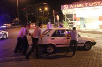 DİREKSİYON - Sürücü Kadın Yol Ortasında Sızıp Kaldı