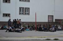 İNSAN KAÇAKÇILARI - Tokat'ta Yakalandılar Açıklaması Tam 82 Kişi!