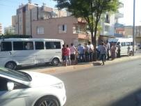 YOLCU MİNİBÜSÜ - Adıyaman'da 3 Araç Bir Birine Girdi