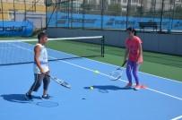 ÇEKMEKÖY BELEDİYESİ - Çekmeköy Belediyesi'nin Tenis Kursuna Yoğun İlgi