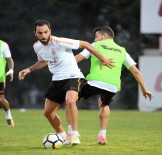 METİN OKTAY - Galatasaray, Yeni Sezon Hazırlıklarını Sürdürdü