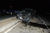 ZABITA MEMURU - İki Otomobil Kafa Kafaya Çarpıştı Açıklaması 1 Ölü