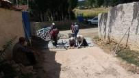 MUSTAFA GÜLER - Köylüler İmece Usulu Taş Döşediler