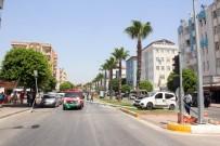 ZÜBEYDE HANıM - Manavgat'ta Trafik Kazası Açıklaması 4 Yaralı