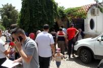 İŞ BIRAKMA EYLEMİ - Tatilciler Mağdur Oldu, Otel Çalışanları İş Bıraktı