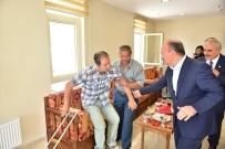 YAŞAR KARADENIZ - Vali Karadeniz'den Terör Gazisine Ziyaret