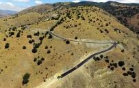 37 Derecede Köy Yollarına Sıcak Asfalt Döküyorlar