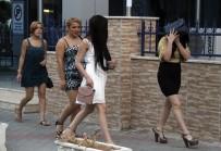 FUHUŞ OPERASYONU - Fuhuş operasyonunda yakalanan kadınların kimliği şoke etti!
