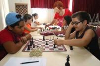 FEN BILGISI - Bayraklı'daki Kurslar Hem Öğretiyor, Hem Eğlendiriyor