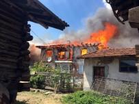 Çıkan yangın 30 haneyi yok etti