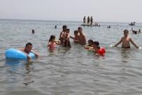 HALİL İBRAHİM ŞENOL - Gaziemirli Çocuklar Denizin Keyfini Çıkardı