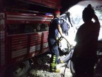 SOLMAZ - Kazada Kamyonette Sıkışan Çocuğu İtfaiye Kurtardı