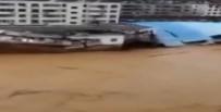 AMATÖR KAMERA - Sel Binayı Böyle Yıktı