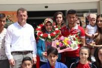 MUSTAFA KARADENİZ - Torun Sahibi Olimpiyat Üçüncüsü Judocu Memleketinde Çiçeklerle Karşılandı