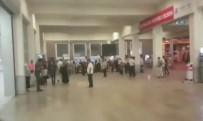 SIRKECI - Vatandaşlar Sirkeci Garı'nda Mahsur Kaldı