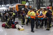 TREN KAZASı - Barcelona'da tren kazası: 48 yaralı
