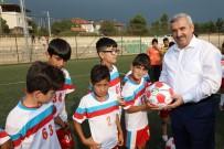 METİN ÖZKAN - Başkan Baran, Genç Sporculara Futbol Topu Dağıttı