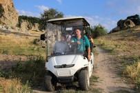 KOZALAK - Bu Köye Gelenler Golf Arabasıyla Geziyor