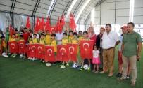 FUTBOL OKULU - Erdemli Spor'dan Şehit Ömer Halisdemir Anısına Yaz Futbol Okulu