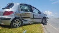 HASAN ŞIMŞEK - Kocaeli'de Trafik Kazası Açıklaması 3 Yaralı