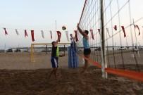 YABANCI KADIN - Manavgat'ta Plaj Voleybolu Heyecanı Başladı