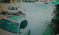 SADIK AHMET - Motosiklet Kazası Güvenlik Kamerasında