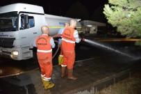 KERVANSARAY - Otogar Tazyikli Su İle Yıkadı