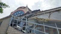 KıYAMET - Şiddetli Fırtınada Caminin Minaresi Yıkıldı