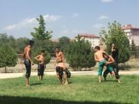 BAŞPEHLİVAN - Sungurlulu Güreşçiler Elmalı Güreşlerine Hazırlanıyor