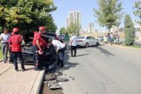 KAZANCı BEDIH - Sürücü Belgesi Olmayan Lise Öğrencisinin Kullandığı Otomobile Araç Çarptı Açıklaması 3 Yaralı