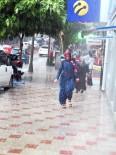 HAVA MUHALEFETİ - Yağmur Yine Hazırlıksız Yakaladı
