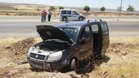 ERSİN ARSLAN - Gaziantep'te Yoldan Çıkan Araç Tarlaya Uçtu Açıklaması 3 Yaralı