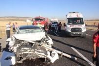 AŞIRI HIZ - Otomobil Hafriyat Kamyonuna Arkadan Çarptı Açıklaması 6 Yaralı