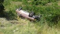BELÖREN - Otomobil Şarampole Yuvarlandı Açıklaması 4 Yaralı