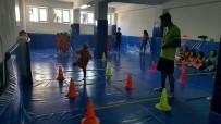 JİMNASTİK SALONU - Simav'ın Belde Belediyelerinden Jimnastik Salonuna Malzeme Desteği