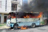 MİNİBÜS ŞOFÖRÜ - Alev Alev Yanan Minibüs Ortalığı Savaş Alanına Çevirdi
