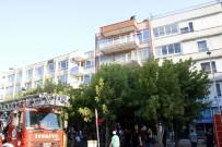 AKALAN - Antalya Valiliği Karşısında Hareketli Dakikalar