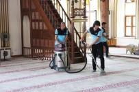 KITAPLıK - Büyükşehir Camileri Temizliyor