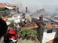 TURGAY HAKAN BİLGİN - Manisa'da Ev Yangını