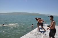 KARS VALISI - Termometreler 34'Ü Gösterince Soluğu Çıldır Gölü'nde Aldılar