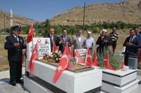 Vali Kaldırım, Şehit Fethi Sekin'in Mezarını Ziyaret Etti