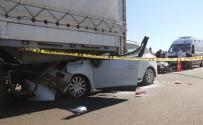 FATİH ŞAHİN - Bolu'da Otomobil Tırın Altına Girdi Açıklaması 1 Ölü, 2 Yaralı