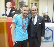 YILDIRIM BELEDİYESİ - Bursalı Atlet Olimpiyatlarda Bronz Madalya Kazandı