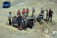 MEDİKAL KURTARMA - Otomobil Şarampole Uçtu Açıklaması 5 Yaralı