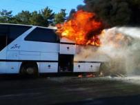 TUR OTOBÜSÜ - Tur Otobüsü Cayır Cayır Yandı